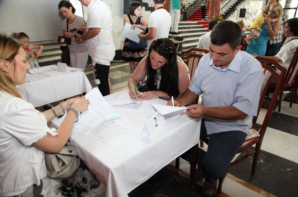 Svečanost povodom potpisivanja ugovora za kupovinu kuća
